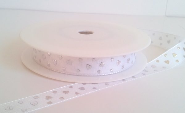 White with silver hearts 15mm x 20m